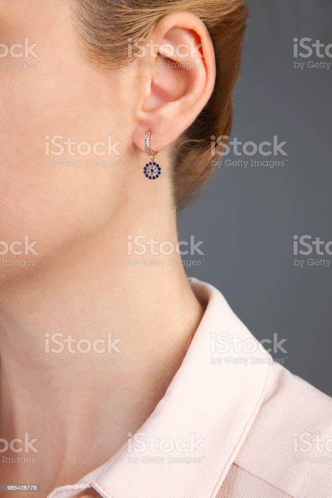 Mauvais œil boucle d'oreille bijoux photographie - Photo de 20-24 ans libre de droits