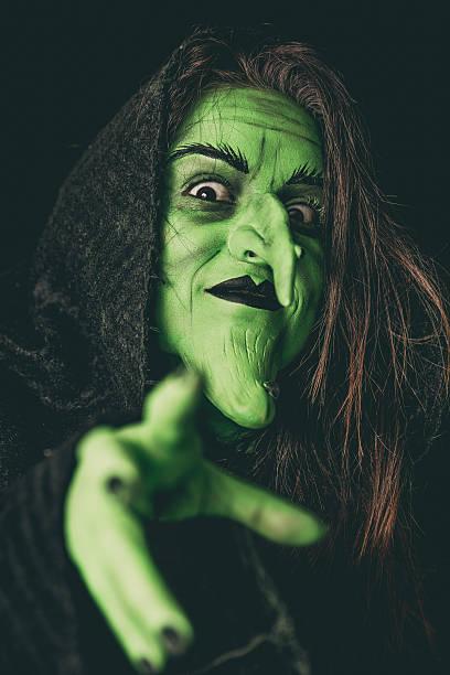 Evil witch casting a curse - foto de stock