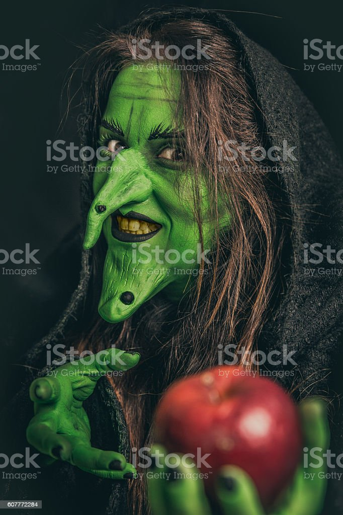 Evil witch with dirty teeth - foto de stock