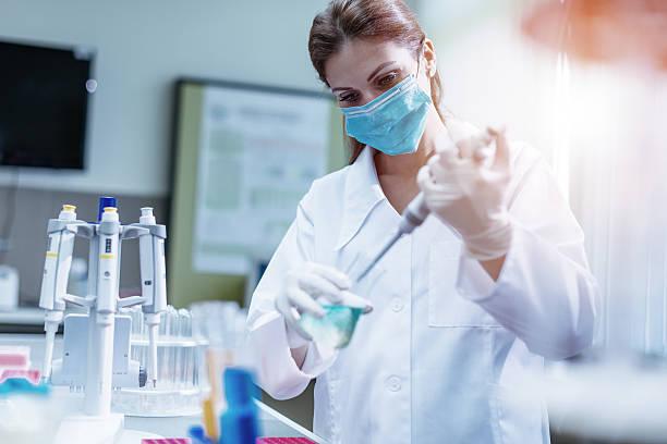 examining dna samples in laboratory - ricerca scientifica foto e immagini stock