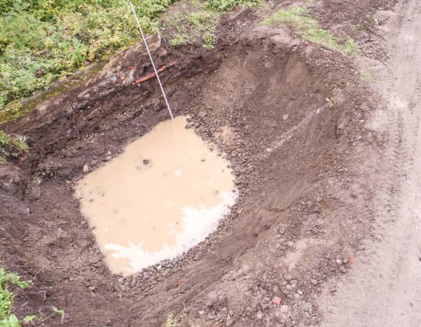 baugrube mit grundwasser eindringen und messung von bar, luftbild - aerial view soil germany stock-fotos und bilder