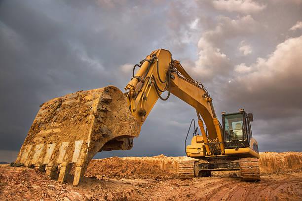 excavator at sunset - 重的 個照片及圖片檔