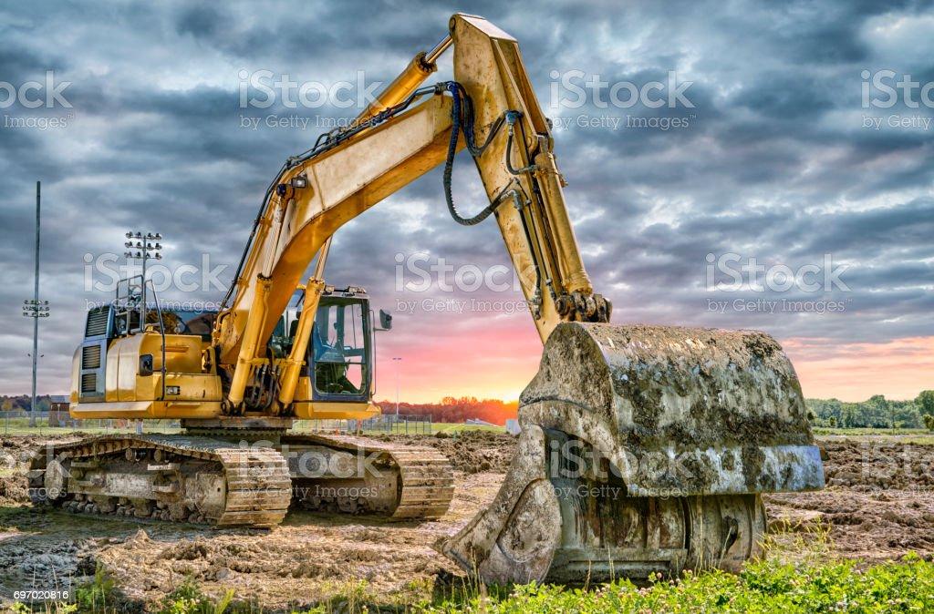 Máquinas de escavadeira no canteiro de obras - foto de acervo