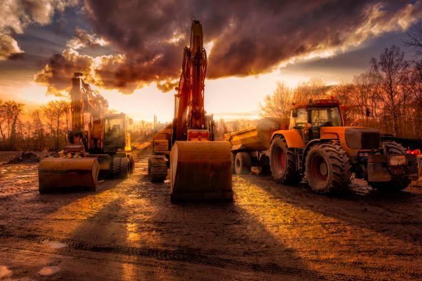 Bagger und ein LKW auf Baustelle – Foto