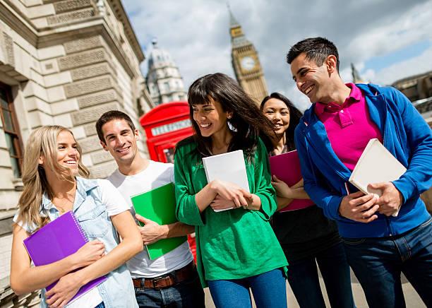 exchange studenten in großbritannien - englandreise stock-fotos und bilder