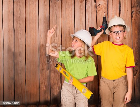 527687520 istock photo Excited girl pointing a great idea. Construction renovation concept. 488678132