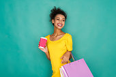 istock Excited girls with shopping bags 853797764