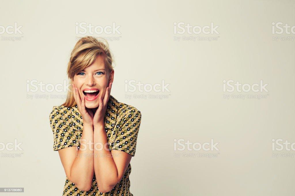 Excited glamour girl – zdjęcie