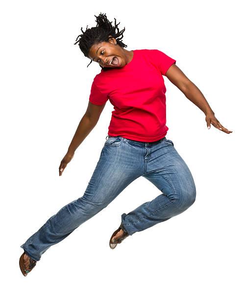 springen begeistert frau - rote dreads stock-fotos und bilder