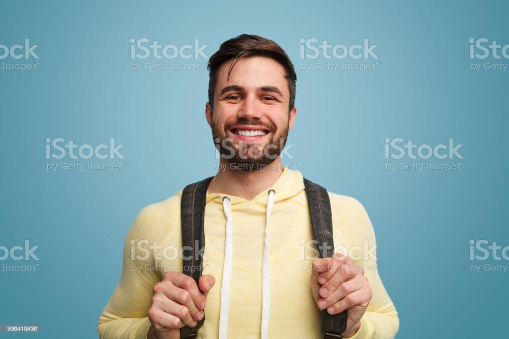 Aufgeregt, lachenden männlichen Studenten auf blau - Lizenzfrei Lernender Stock-Foto