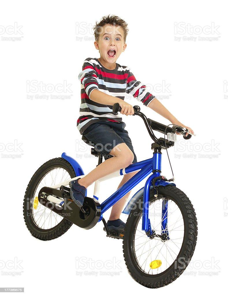 Aufgeregt kleiner Junge auf dem Fahrrad – Foto