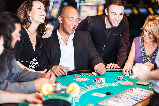 excited winner at the blackjack table surrounded by happy friends - black jack bildbanksfoton och bilder