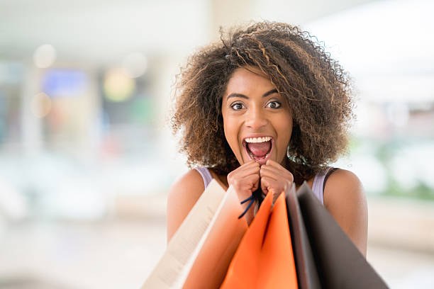 excited woman having fun shopping - geld uitgeven stockfoto's en -beelden