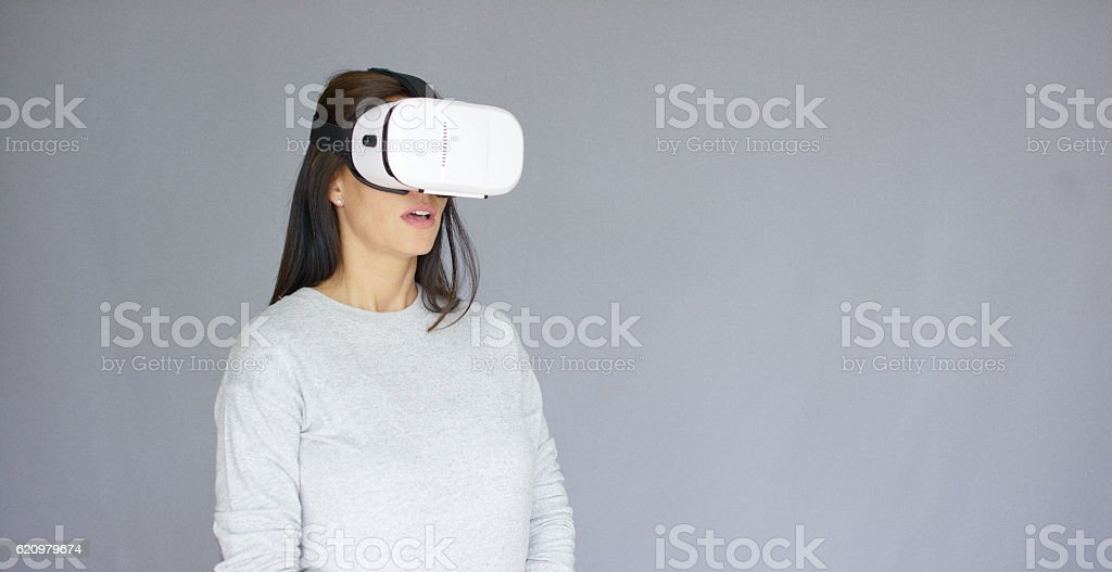 Excited woman watching something on her virtual reality helmet foto royalty-free
