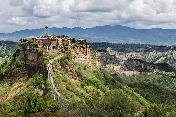 Aufregender Blick auf Civita di Bagnoregio, Italien. – Foto