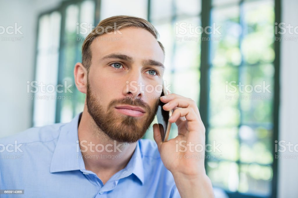 Executive talking on mobile phone foto stock royalty-free