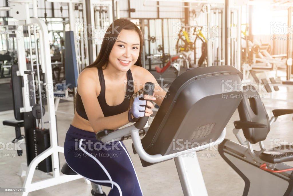 Gewichtsverlust Training im Fitnessstudio