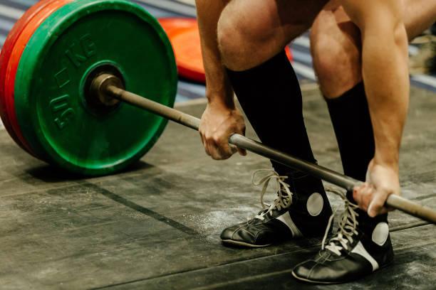 ejercicio peso muerto hombre powerlifter - foto de stock