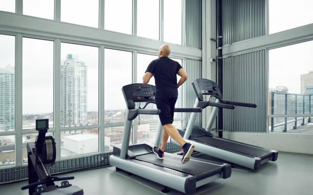Trainieren auf einem Laufband – Foto