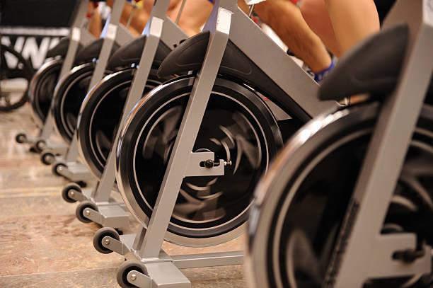 exercising - ronddraaien stockfoto's en -beelden