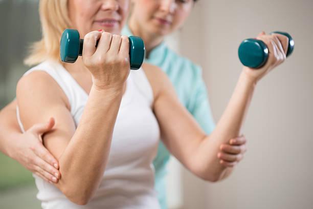 esercizio con manubri - osso foto e immagini stock