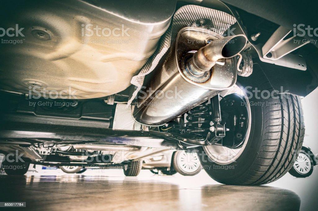 Auspuff und Technik - Anzeigen unter dem Auto – Foto