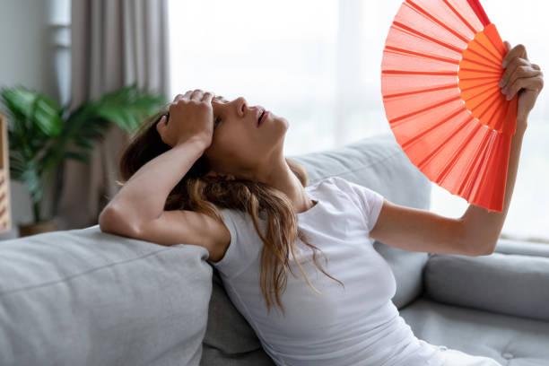 utmattad flicka med papper waver, lider av varmt sommarväder. - feber bildbanksfoton och bilder