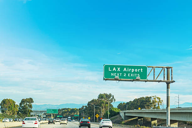 LAX exits sign in Los Angeles - foto de acervo