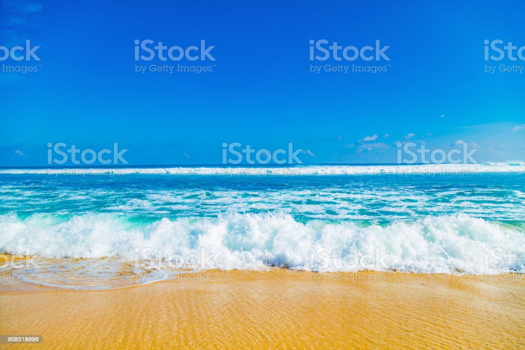 Exótico azul océano tropical / paisaje tropical del mar. - foto de stock