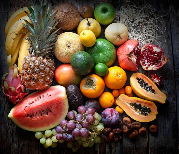 exotische früchte auswahl stillleben - melonenbirne stock-fotos und bilder