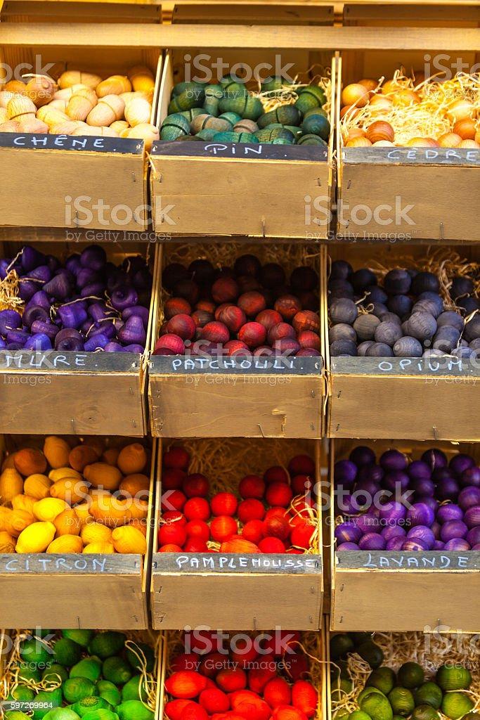 Exotisch duftenden hölzernen Bälle für den Verkauf in Frankreich Lizenzfreies stock-foto
