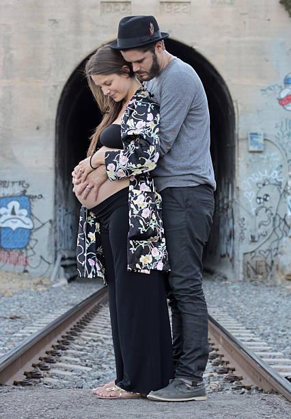 werdende paar - sprüche zur schwangerschaft stock-fotos und bilder