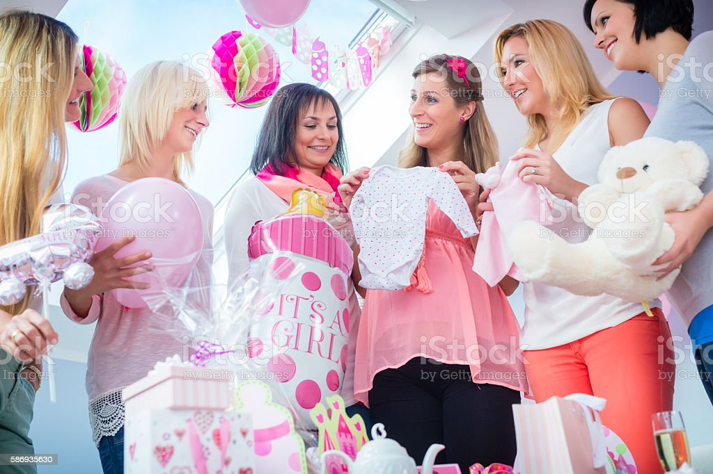 Expecting Mother with presents on baby shower party​​​ foto
