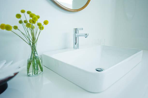 Teures weißes Badezimmer – Foto