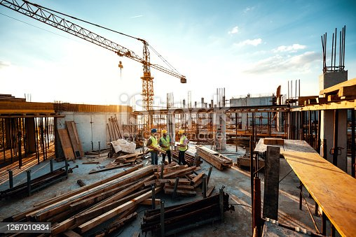 istock Experienced engineer explaining the problems in construction works - development after recession 1267010934