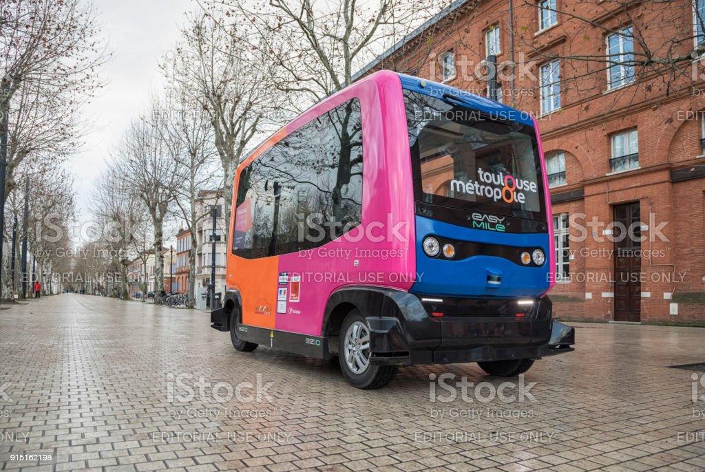Experimentelle fahrerlosen Bus fährt in Toulouse, Frankreich – Foto