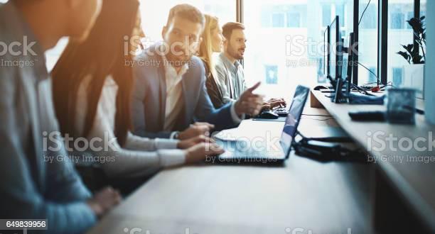 Experts working on a computer picture id649839956?b=1&k=6&m=649839956&s=612x612&h=u9ghrbahuwwbsxytbijfc d6 mqai1vqeejifuq24wo=