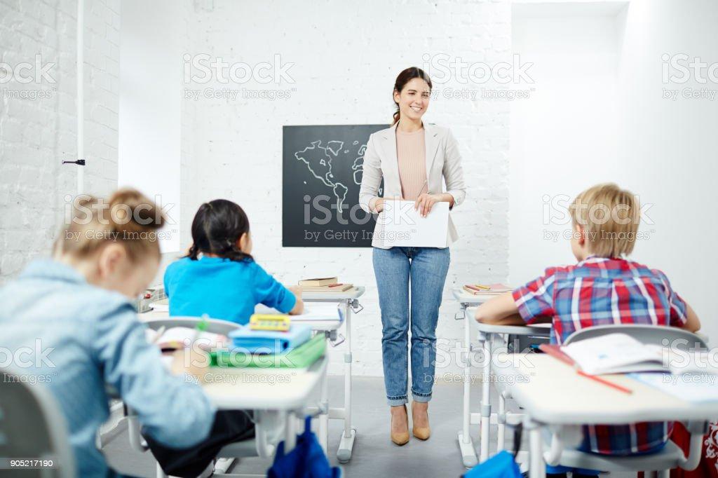 Erläuterung der Schulfach – Foto