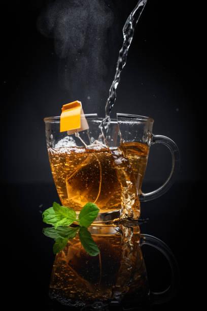 Explodieren Tasse heißen Tee – Foto