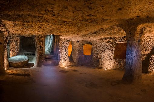 Foto de Explore A Cidade Subterrânea De Derinkuyu Na Capadócia Turquia e  mais fotos de stock de Abandonado - iStock