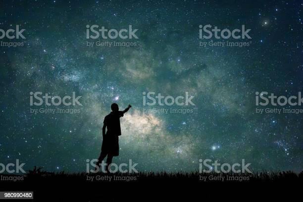 Explorer looking to star on sky at night picture id980990480?b=1&k=6&m=980990480&s=612x612&h=awcscvetlbqjowa6 xwmqzurgrho9rydwqpvkhaudfk=