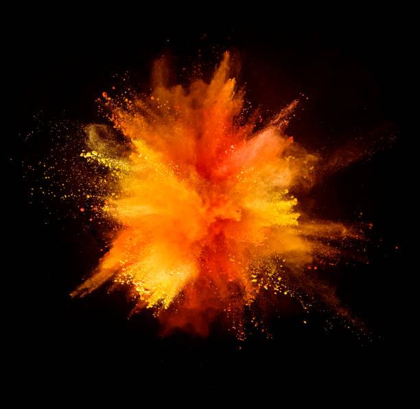 explosie van gekleurde poeder op zwarte achtergrond - gezichtspoeder stockfoto's en -beelden