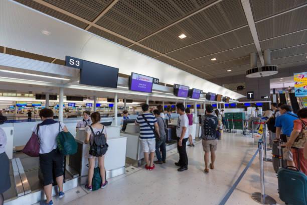 成田国際空港のhkエクスプレスチェックインカウンター - 空港 ストックフォトと画像