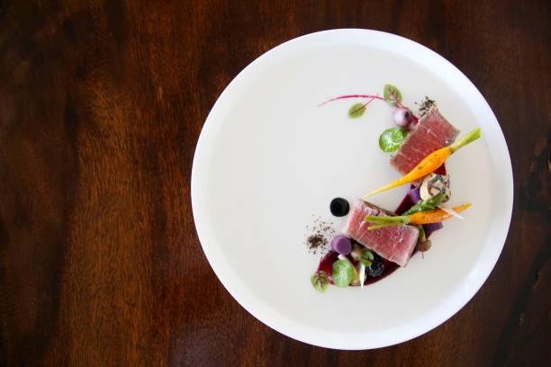 절묘 한 요리, 레스토랑 식사 개념, 유행 식품 - 모던 양식 뉴스 사진 이미지
