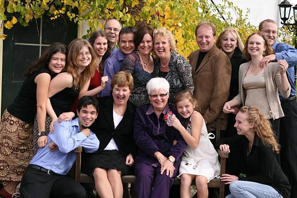 楽しい家族の延長のグループ ストックフォト