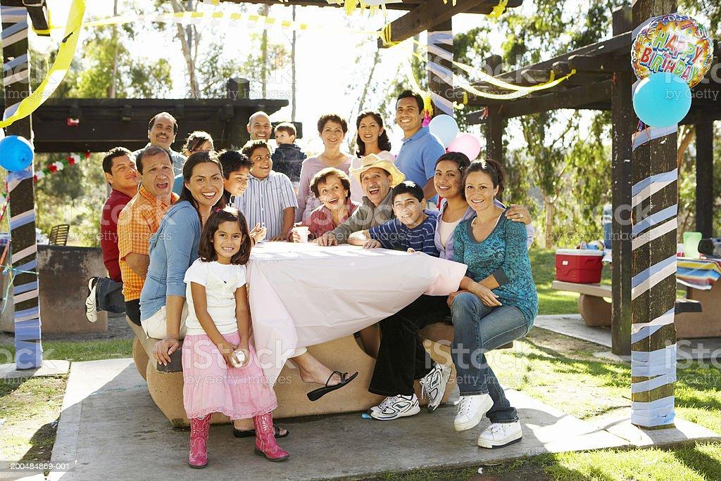 Расширенная семья, имеющие-в парке стоковое фото