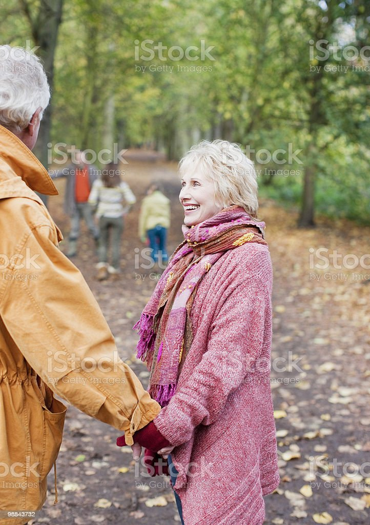 Extended family walking outdoors in autumn royalty free stockfoto