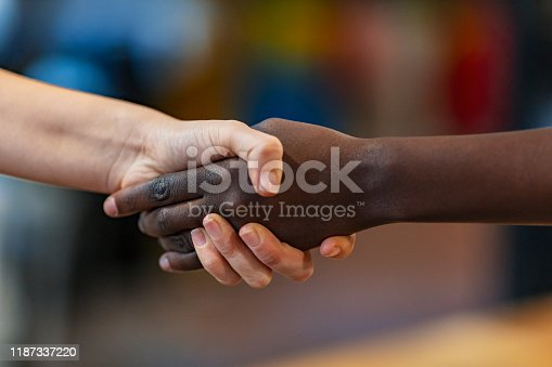 635949862 istock photo Extending business links 1187337220