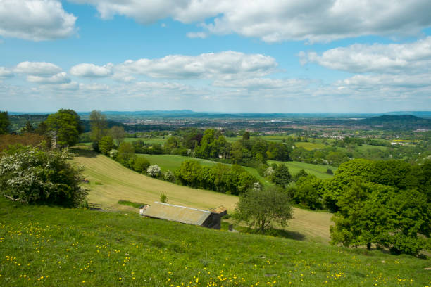 extensive views over the city of gloucester in the severn vale from cud hill common - cud stock pictures, royalty-free photos & images