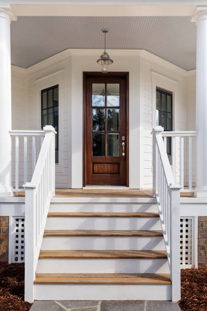 exterior of a house showing the front door Steps leading up to the entryway front door stock pictures, royalty-free photos & images